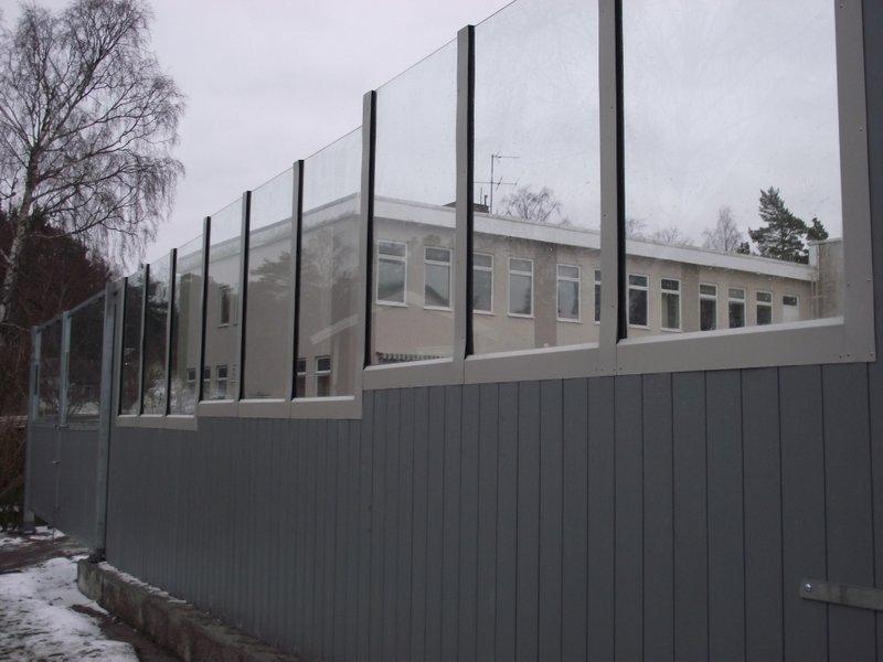 Bullerskydd med glas i Waxholm