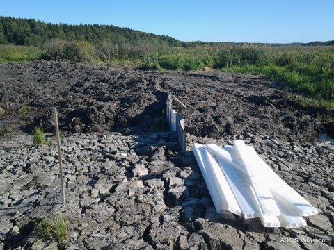 Lera muddras ur våtmarken och vallas upp tätkärnan av Miljöspont.